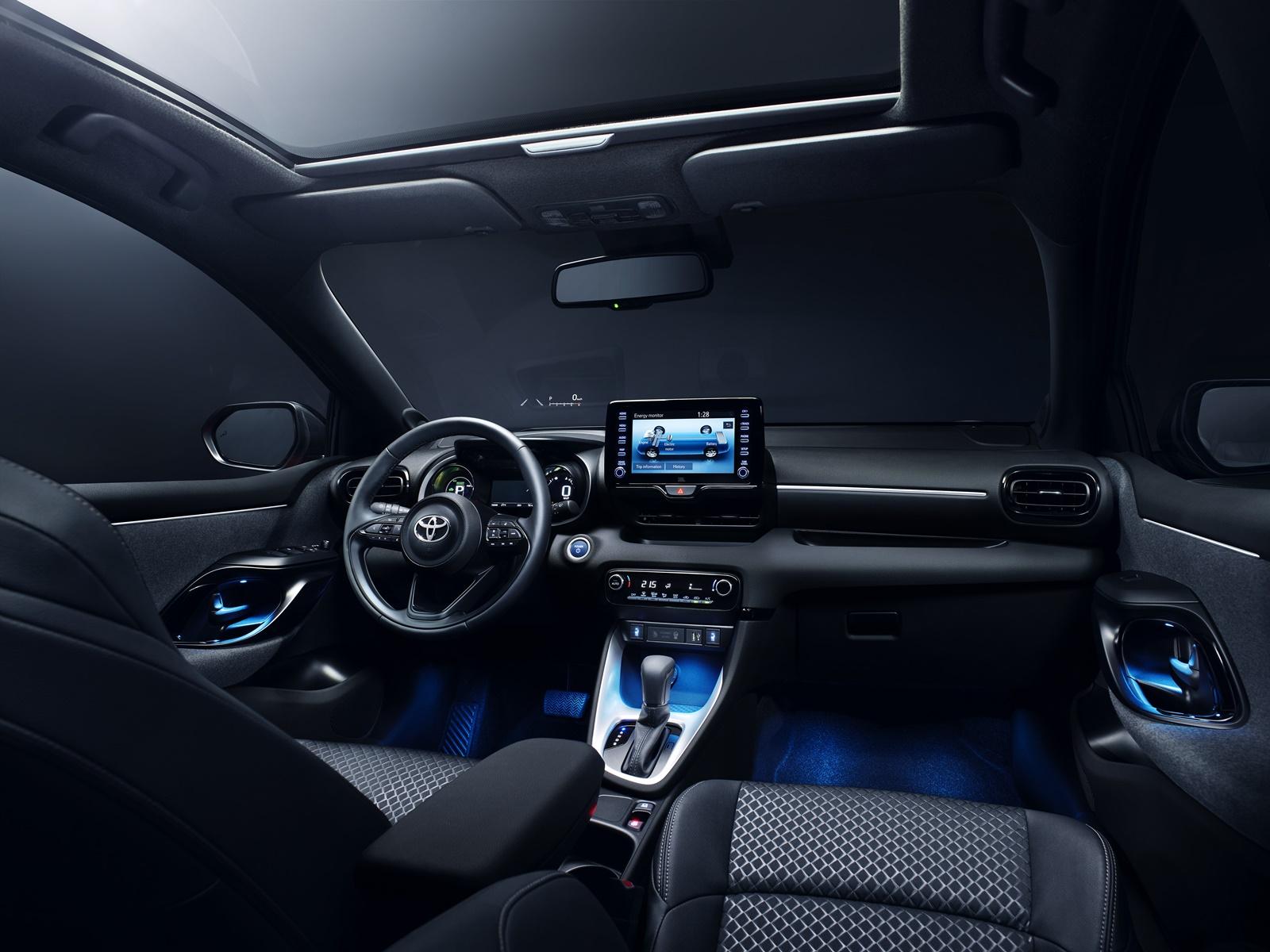 Toyota-Yaris-Hybrid-4