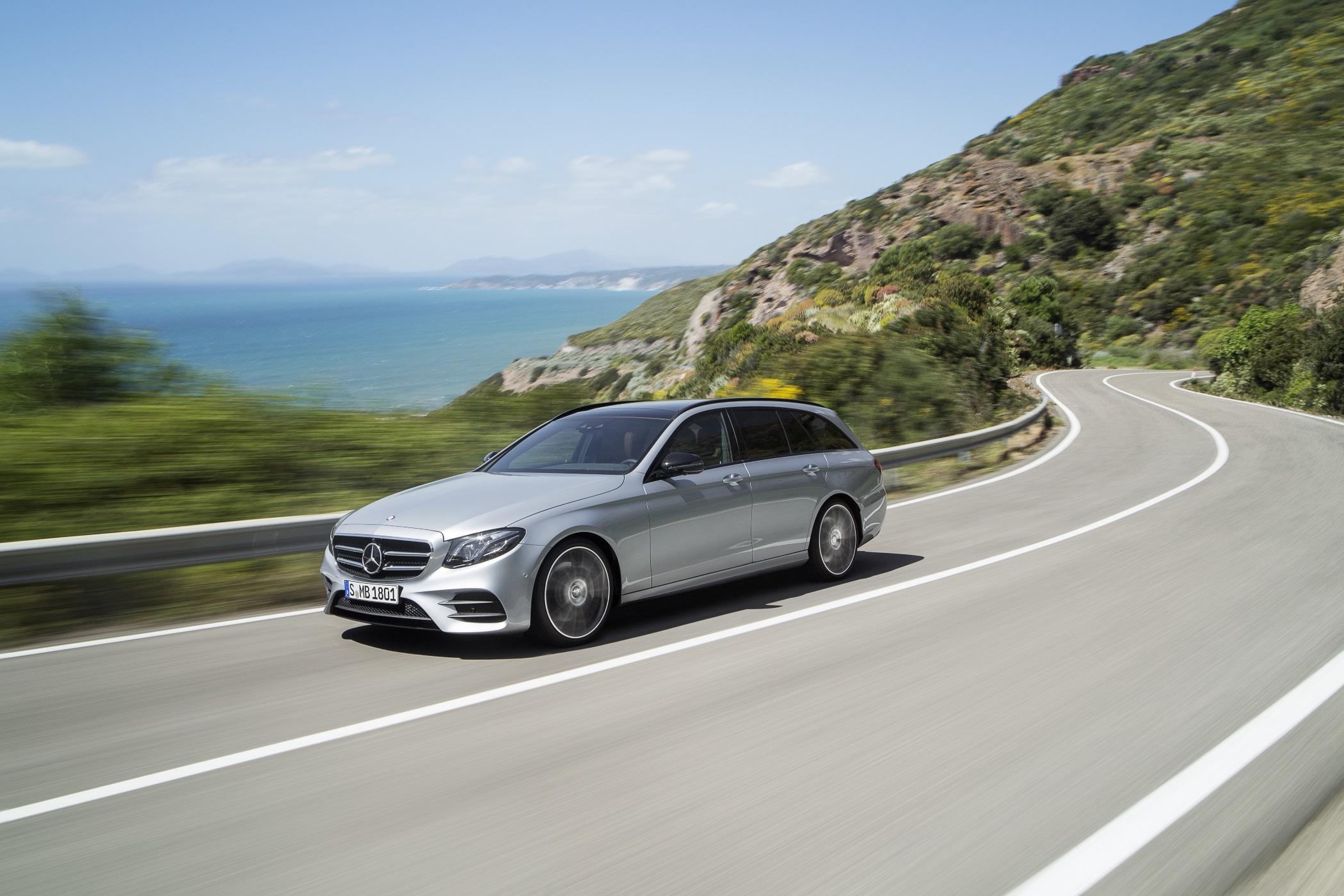 Wie schon die Limousine ist auch die Variante mit großer Klappe in Sachen Assistenz- und Komfortsysteme auf dem allerneusten Stand und kann unter anderem teilautonom fahren