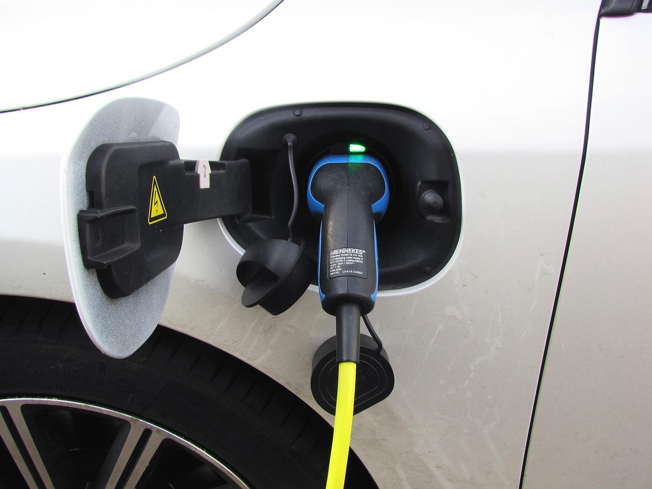 E-Auto Elektroauto Ladesäule Ladekabel