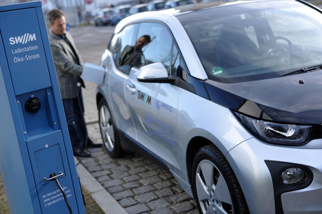 Ladesäule Elektromobilität Ausbau Förderung